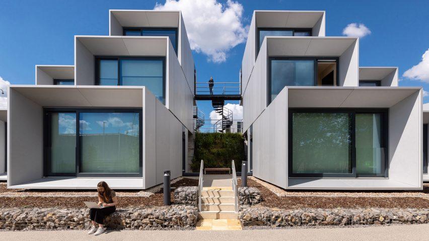 dyson-institute-wilkinsoneyre-wiltshire-england-student-housing-prefabricated-modular-architecture_dezeen_2364_hero2-852x479