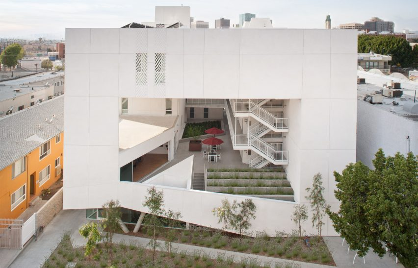 six-brooks-scarpa-architecture-los-angeles-california-housing-affordable_dezeen_hero-852x547